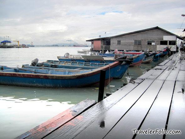 boat-at-jetty-image