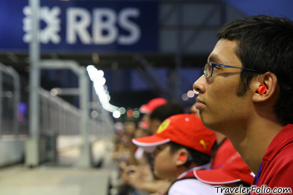 singapore-formula-one-night-race-fan