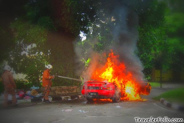 fireman-putting-out-blaze