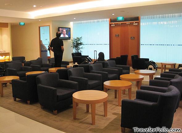 golden-lounge-hall