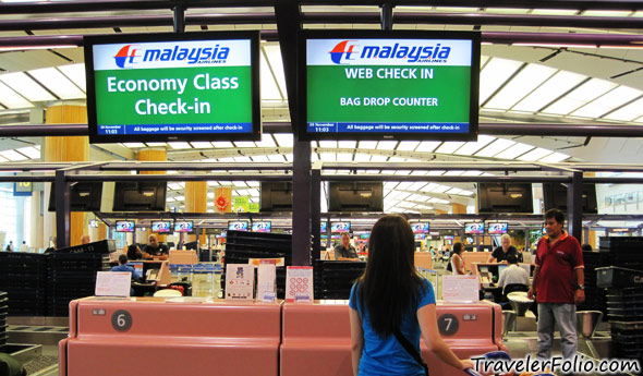 malaysia-airlines-counter
