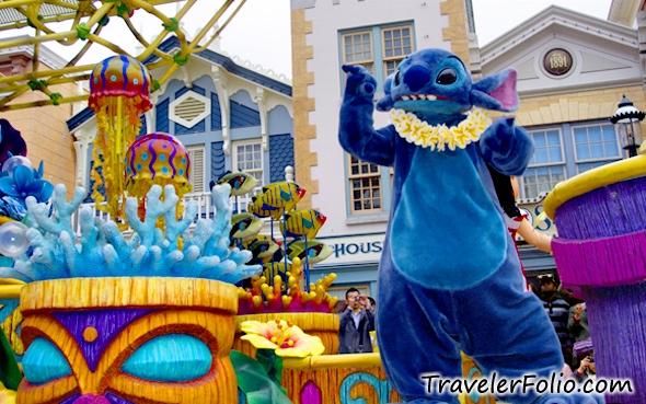 Hong Kong Disneyland Theme Park Parade Fireworks Video