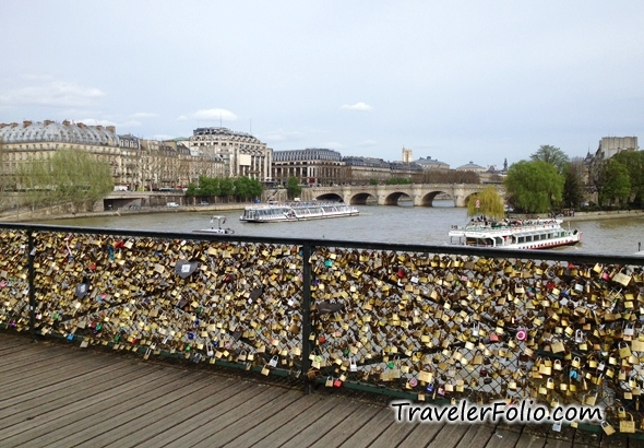 Pont des Arts love lock bridge paris