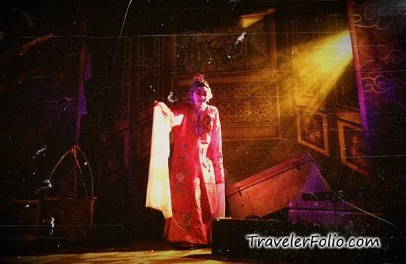 opera-ghost-halloween-universal-studios-singapore