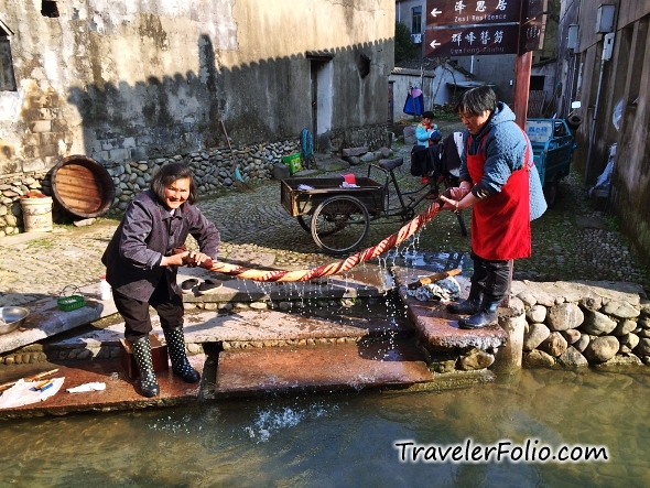 women-laundary-citong-ancient-town-ningbo