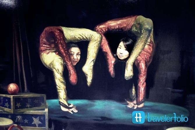 alive-museum-acrobat