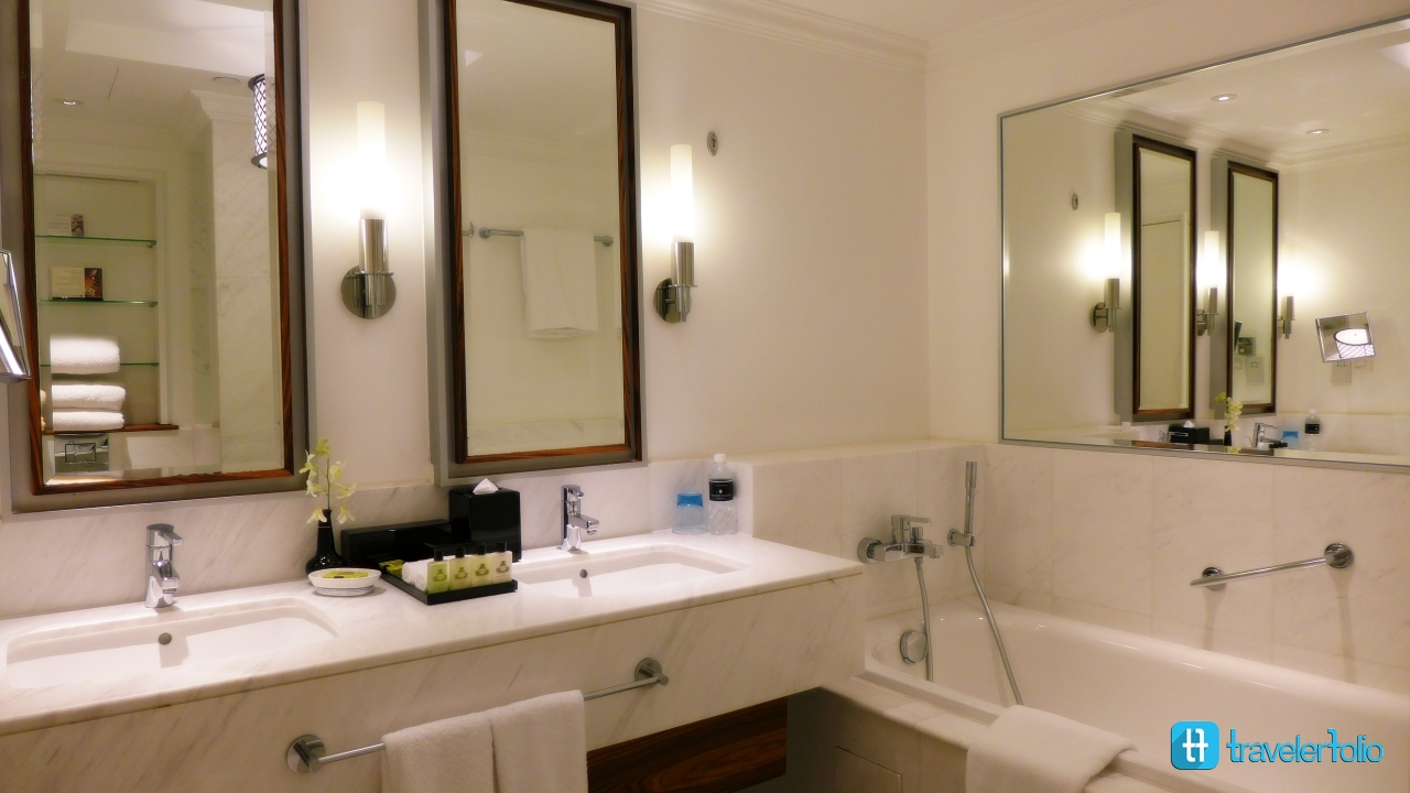 intercontinental-hotel-bathroom-sg