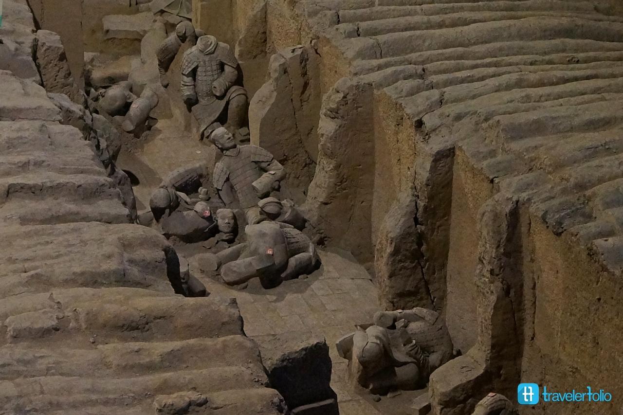terra-cotta-warriors-pit2