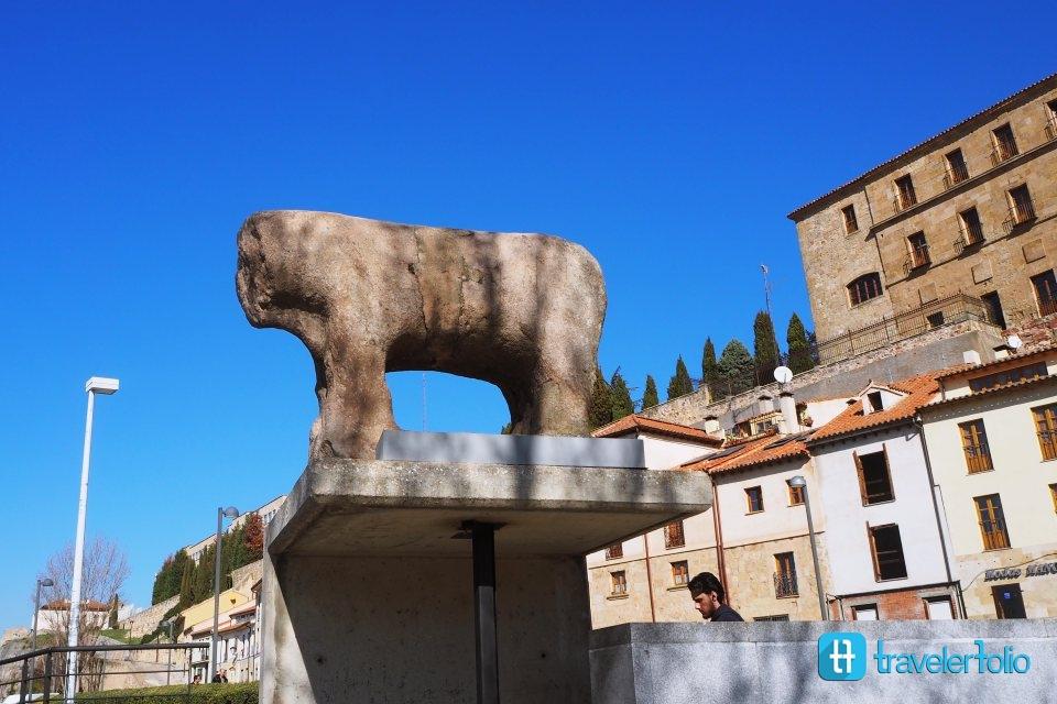 salamanca-boar-statue-spain