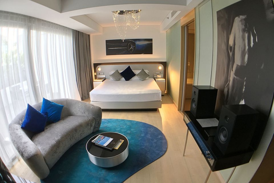 capri-fraser-mercedes-benz-suite-room