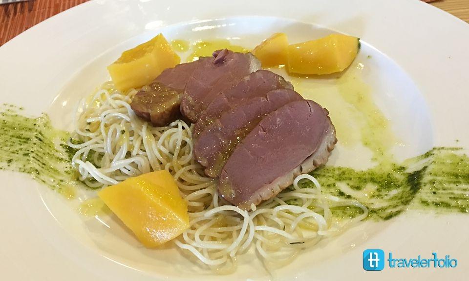 caprilicious-duck-lunch
