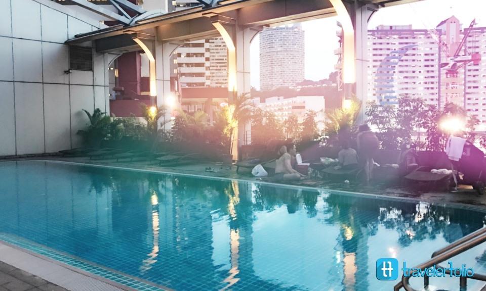 furama pool