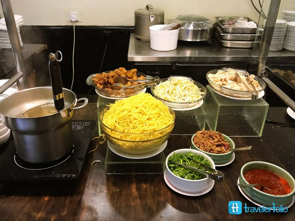 tiffany cafe asian noodle