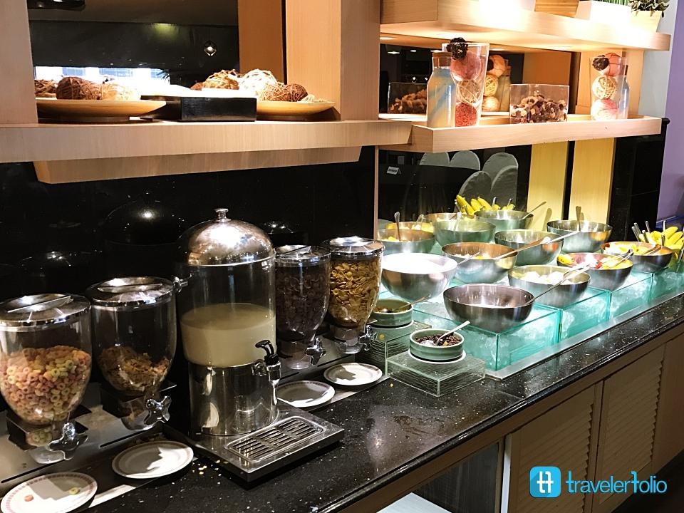 tiffany cafe breakfast