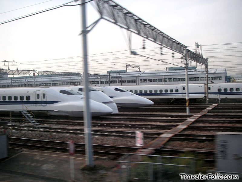 http://travelerfolio.com/travelerfolio/photos/japan_bullet_train_3.jpg